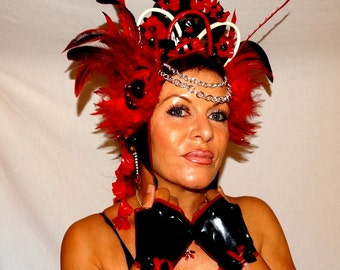 Laatex desing headdress with feather and silver color chains