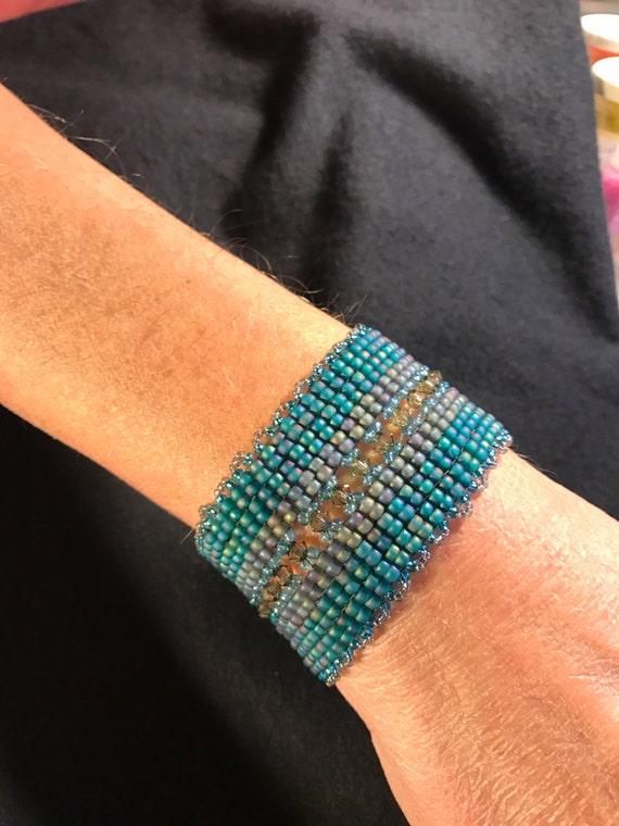 Hand Beaded Bracelet Infinity Jewelry NO 115