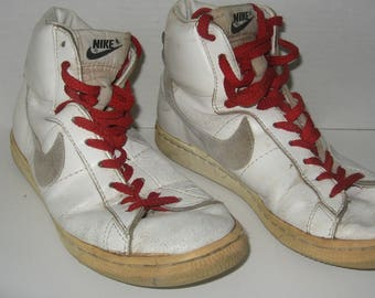 Nike Hi-top Basketball Shoes White with Red laces. Used, size 7 White Swoosh Nike Vintage 840507FT
