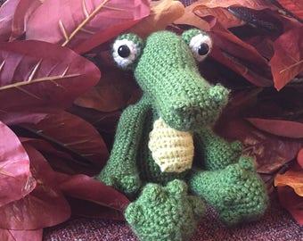 Crochet Gator, snuggly gator stuffed animal, alligator toy for alligator themed room or nursery, green alligator stuffed animal plushie