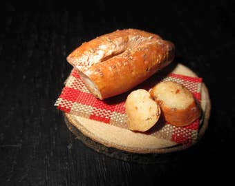 Realistic looking miniature Bread and Beer ...what else needs the Dollhouse