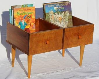Cabinet vinyl, comics, children's books...