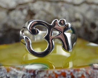 Wide band sterling silver ring with OM design in sizes 6, 7, 8, 9, 10