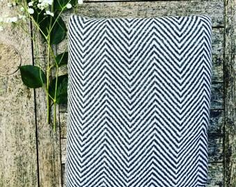 HOUSE OF BEULAH Herringbone Blanket & Throw - 100% Cashmere, Black