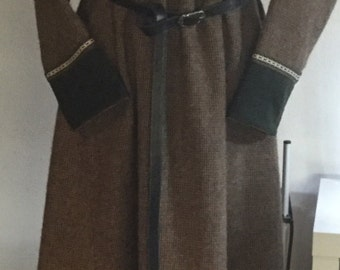 Viking dress, wool dress, paintings, middle ages
