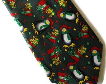 FREE SHIPPING Vintage Christmas Festive Mens Tie Penguin Presents Tie FREE shipping