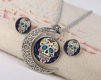 Womens vintage silver plated cabochon jewelry set, Skeleton head glass cabochon jewelry set, Moon pendant necklace, Small stud earrrings