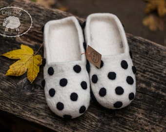 Shoes Womens Slippers Natural wool slipper Felted Wool Clogs Organic shoes White wool slippers Black Polka Dots handmade slippers felt shoes