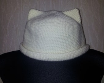 Milky knitted cat hat