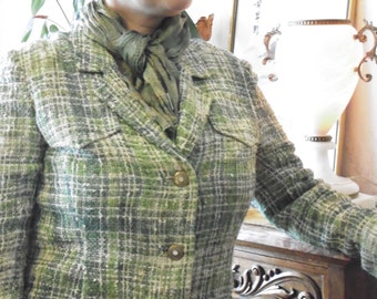 30% discount code 88WALKININTHESUN, Jacket tweed, vintage, green. Buttons Style chanel.