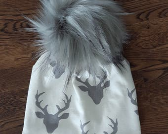 "Tuque ""Gray deer"""