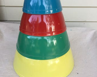 Vintage retro 1950's Pyrex mixing nesting 4 bowl set primary colors *from a dishwasher free home!*