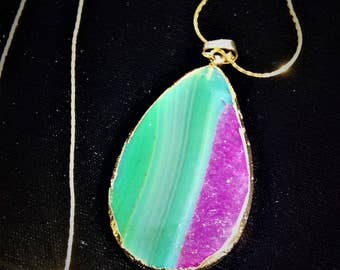 Onyx Agate Teardrop Gold Plated Green Hot Pink Pendant Gold Tone Necklace