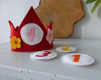 Modern waldorf birthday crown wool felt happy flowers(antroposofisch, verjaardagskroon)