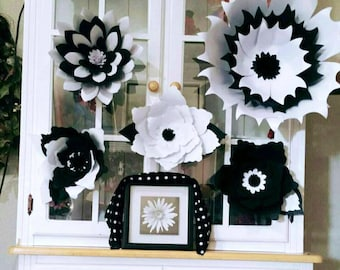 Black and white wall flowers,set of 5