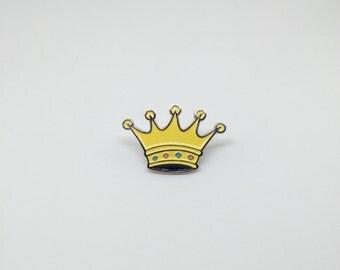 Crown enamel / lapel pin
