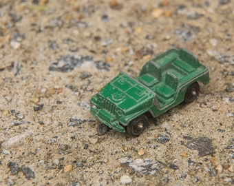 TootsieToy Jeep, vintage, Green Army Jeep Toy Truck