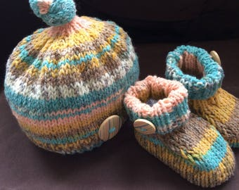Hand Knitted Baby gift set. Hat/booties
