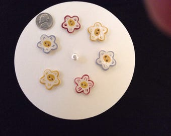 Vintage Buttons / Ceramic Flowers