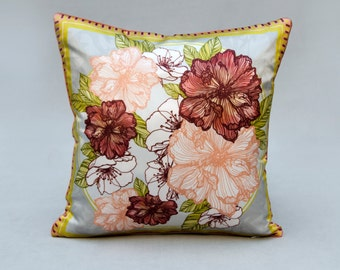HOOK & EYE - Silk Pillow with floral print