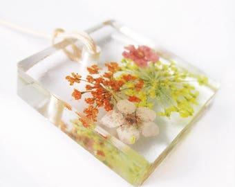 Adele square resin flowered jewelry pendant necklace nature in colorful dried flowers