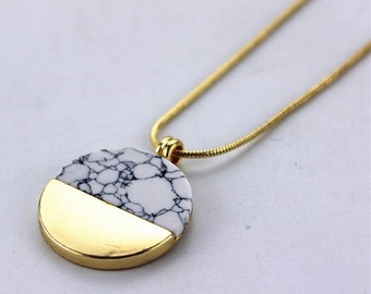 Chique Pendant Necklace