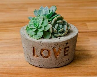 Love Concrete Planter, Concrete Planter, Love Succulent Planter Gift, Gift idea, Succulent Planter, Wedding favor, Wedding planter