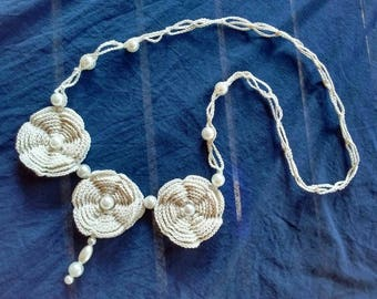Crocheted necklace with cotton thread and pearls