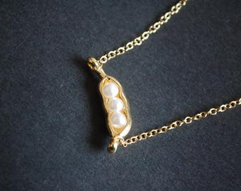 gold tone pearl peas in a pod necklace