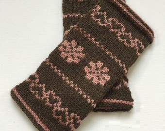 Knitting pattern Hearts and Roses Hand Warmers, English Version