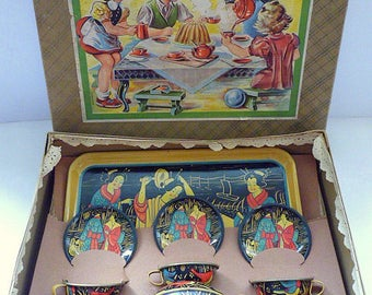 U.S. ZONE GERMANY Tin Toy Tea Set in Original Box Made by Michael Seidel Prewar Design and Artwork Mint Unplayed Condition Colourful Rare