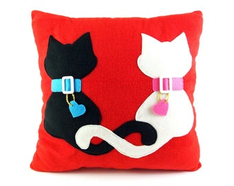 Lovely cats | Decorative pillow with cats | Cats with hearts | Valentine's cats - SoftDecor