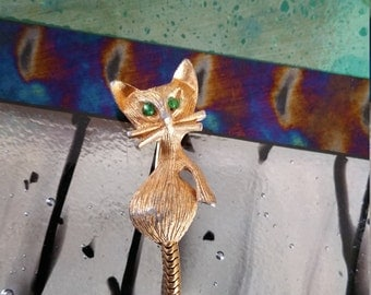 Little golden cat pin with green eyes