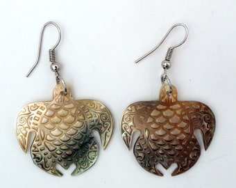 Turtle earrings in Pearl