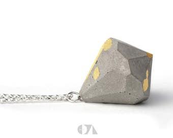 Concrete chain * diamond *.