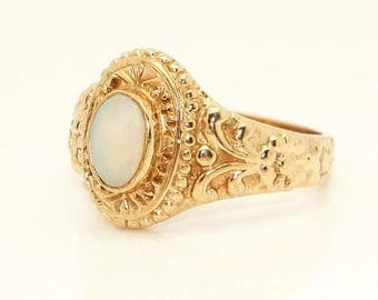 Stunning 9ct Gold 0.7 Ct Opal Solitaire Fancy Dress Ring, Size Q, 6g