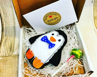 POST A GIFT - Tiny Penguin