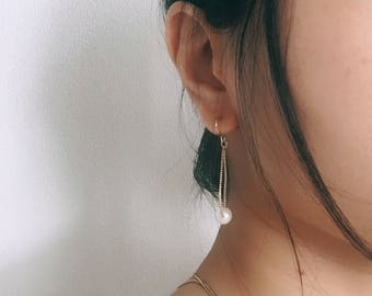 Gold chain with pearls earrings