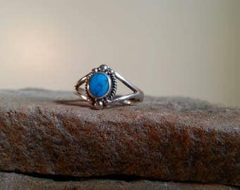 Vintage Turquoise Sterling Silver Ring Size 8 Elegant Split Band Silver Jewelry