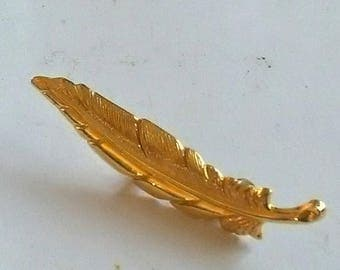 Gold Tone Feather Brooch