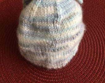 Handknit hat for a newborn