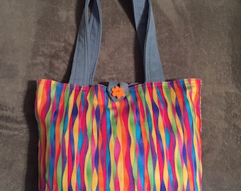 Reversible tote with two pockets on the inside