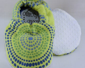 """4"""" Soft-Soled Baby Shoes - Blue Dots on Green - Adjustable Ankles - Non-Slip Soles"""