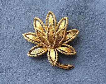 Avon Gold Lotus Flower Brooch/Pin