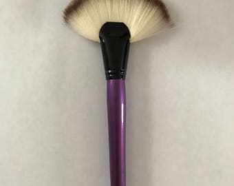 Makeup Fan Highlighter Brush