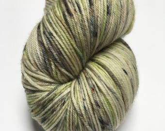 FROGGY. Merino Wool and Nylon. Green with speckles. 100 grams.