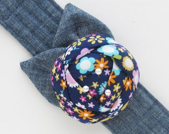Flower Wrist Pin Cushion Cuff | Comfortable wrist pincushion is a convenient pin keep and a nice sewing gift for seamstress or quilter.