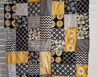 Moving Sale Crazy Daisy Baby Quilt - yellow black and white 306