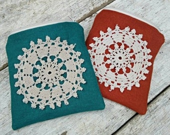 Doily linen pouch. Lined coin purse. Vintage doily on a little square pouch. Floral lining.