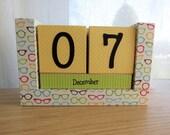 Perpetual Wooden Block Calendar - Retro Fun Glasses